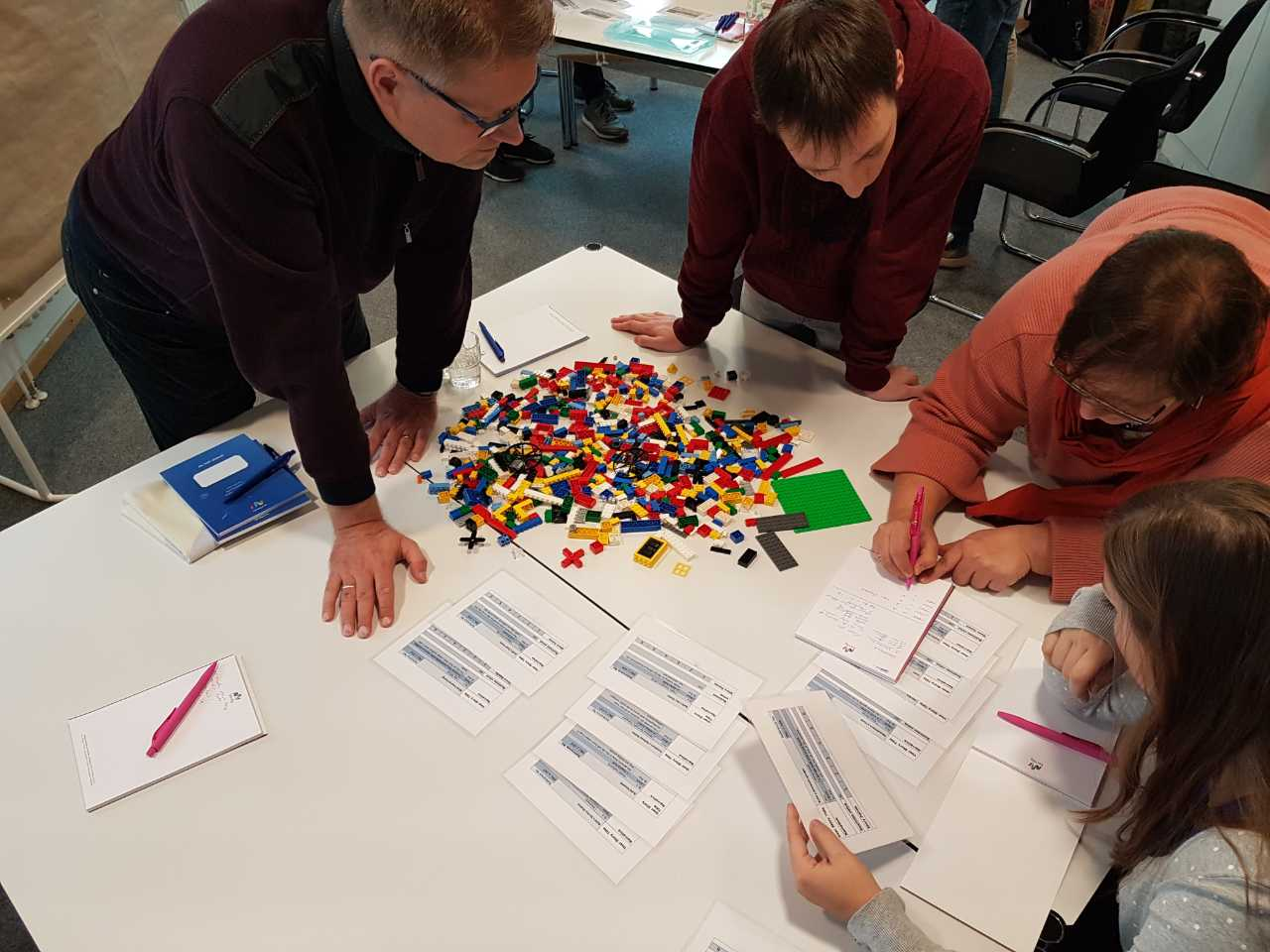 LEGO® SERIOUS PLAY® for agile teams is a hands-on and fun team-building event.